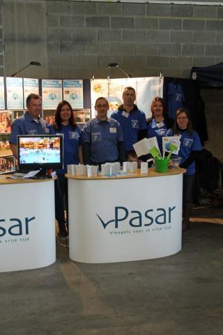 foto van enkele bestuursleden en medewerkers op de tweedehandbeurs Pasar maart 2013